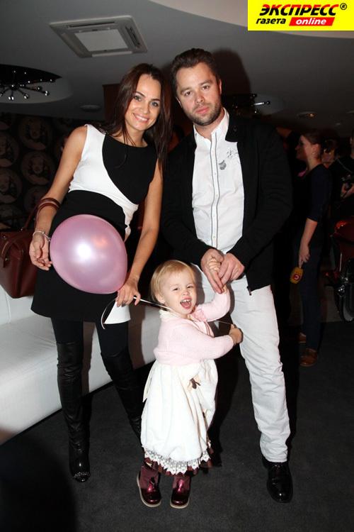 Виталий Гогунский вместе с супругой и дочерью примет