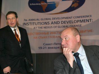 На фото: Андрей Илларионов и Егор Гайдар через 15 лет после старта экономической реформы Фото Photoxpress