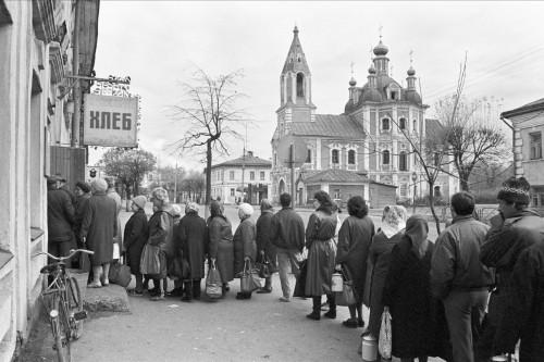 1991 год. Россия встала в «хлебные» очереди (фото: ИТАР-ТАСС)