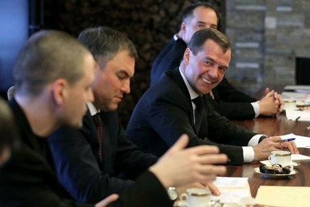 «Есть подозрения, что люди, близкие к Медведеву, спонсировали оппозицию».