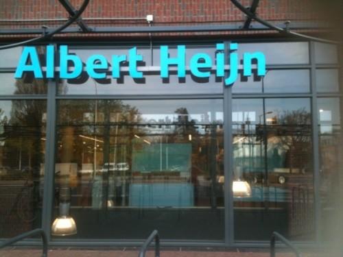 """А вот и легендарный супермаркет """"Albert Heijn"""" – по уверениям сотрудников, здесь, якобы навещая дочь пару лет назад, отоваривался Владимир Путин. Купил что-то по мелочи – так, бакалею"""