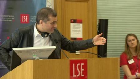 Владислав Сурков во время выступления перед студентами Лондонской школы экономики. Фото ВВС
