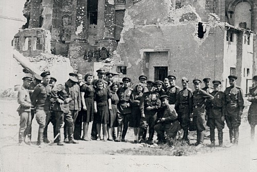 У Рейхстага. Берлин, май 1945 г.
