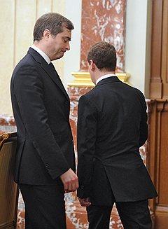 Владислав Сурков играл в правительстве Дмитрия Медведева настолько важную роль, что вопрос об отставке им пришлось обсуждать дважды Фото: Дмитрий Азаров / Коммерсантъ