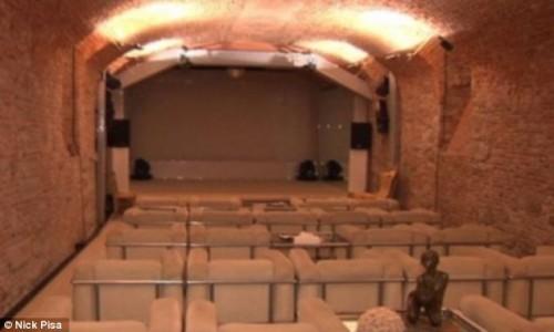Bunga Bunga время: подземную комнату в вилле Сильвио Берлускони