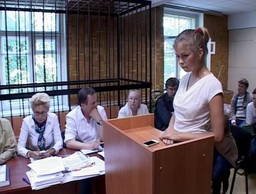 Анастасия Курочкина в Тушинском райсуде Москвы. Стоп-кадр с видео, сделанного в зале суда