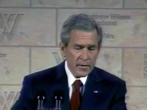 """Теперь Крафт заявляет, что ему звонили из администрации тогдашнего президента США Джорджа Буша-младшего, и сообщили, что подарить кольцо было бы очень кстати """"во имя американо-российской дружбы"""" RTV International"""