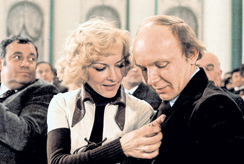 После съёмок в «Иронии судьбы…» Эльдар РЯЗАНОВ стал прощать Андрею мелкие грешки, а Барбара БРЫЛЬСКА нежно за ним ухаживала
