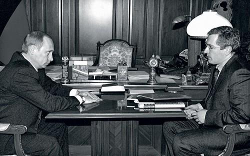 14 марта 2002 г. — 19 месяцев до ареста: президент Владимир Путин во время встречи в Кремле с председателем правления нефтяной компании ЮКОС Михаилом Ходорковским