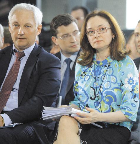 Дирижист Андрей Белоусов и либерал Эльвира Набиуллина в присутствии президента могут сидеть и рядом. Но они всегда придерживались разных взглядов на определение экономического курса. фото: Наталия Губернаторова