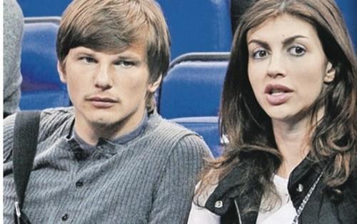 Недавно Андрея видели в компании красавицы-брюнетки на баскетбольном матче... Фото: Из открытых источников