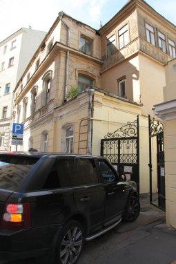 Въезд во двор театра Секретарева, в котором начинал свою карьеру Станиславский