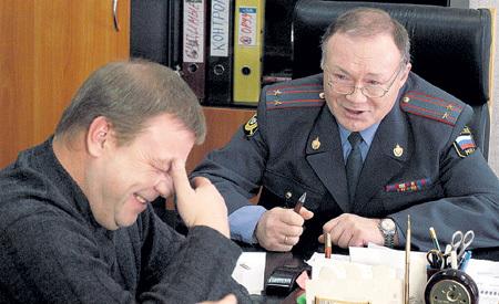 Визитной карточной Юрия Александровича (слева - Селин) стала роль в сериале «Улицы разбитых фонарей»