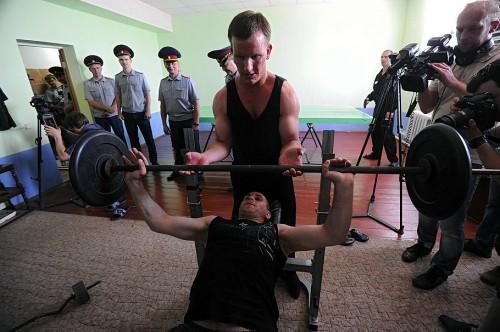 На одну камеру приходятся от 2 до 12 человек. Самому юному заключенному — 18 лет, самому старшему — 70 Фото: Юрий Мартьянов / Коммерсантъ