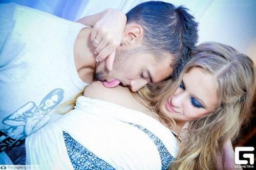 "А вот так победительницу ""Мисс Минск-2013"" целуют в клубах. Фото: geometria.by"