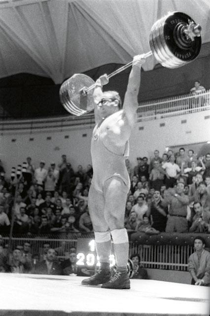 ...тяжелоатлеты... Фото: Виктор Кошевой (Фото ИТАР-ТАСС)