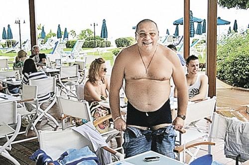 Валерий Пузиков - зять экс-министра Анатолия Сердюкова, похоже, сам не ожидал, что станет самым богатым «трактористом» и «овощеводом» страны.