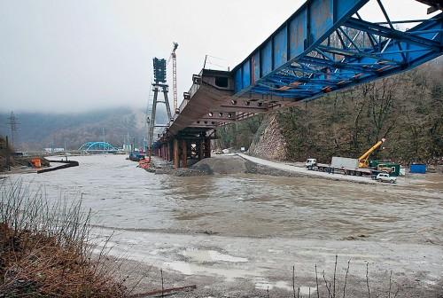 Строительство туннеля совмещенной дороги Адлер — Красная Поляна вдоль русла реки Мзымта