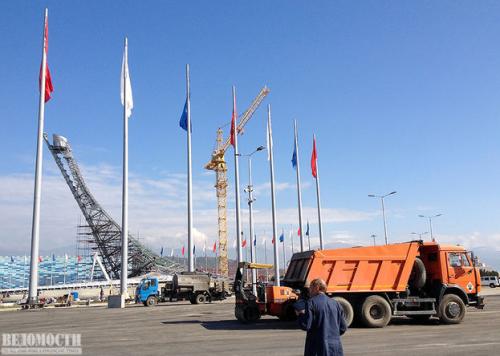 Именно здесь, на центральной площадке олимпийского парка будут проходить церемонии награждения победителей. Попасть сюда можно без билета на соревнования. Мимо проходит часть трассы «Формулы-1».