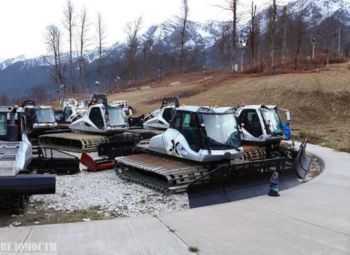 Когда в 2007 г. Сочи выиграл право провести Олимпиаду, президент Владимир Путин пообещал членам МОК, что со снегом на Играх будет все в порядке. Для гарантии на «Розе Хутор» хранят прошлогодний снег, но верят, что наступающая зима будет снежной.