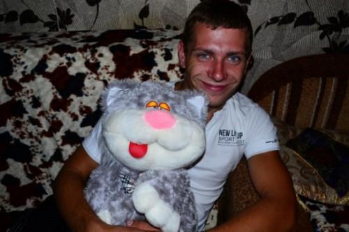 Убитый Андрей Жуков - 31 год, инвалид по зрению, рост 160 см, вес около 50 кг
