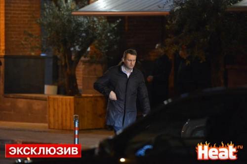 Алексей Навальный в этот вечер был не в настроении - задерживаться на празднике политик не стал