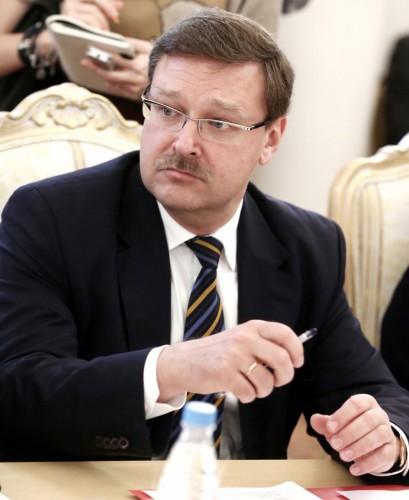 Бывший депутат ГД от «Единой России» Константин Косачев теперь федеральный чиновник. Свою недвижимость в НП «Сосны» он продал еще в 2012 г.