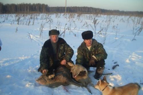Охота в деревне Исканское. Слева Александр Носков