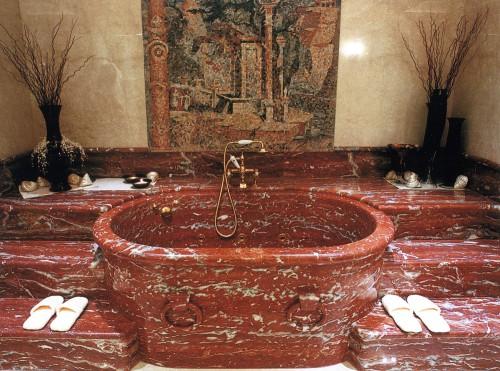 Ванная комната из оникса скоро примет чиновную пару