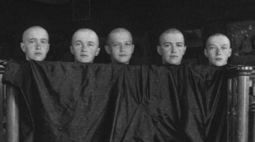 Анастасия, Ольга, Алексей, Мария и Татьяна после кори. Июнь 1917 года. Анастасия, Ольга, Алексей, Мария и Татьяна после кори. Июнь 1917 года.