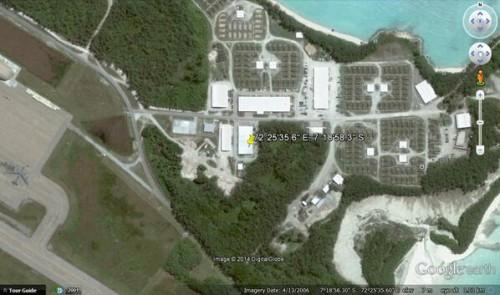 фото: В Ин-те появился снимок якобы с айфона пассажира пропавшего малазийского самолета. Секретная военная база Диего-Гарси, в особой тюрьмой, практикующей пытки.  Настоящее фото возможно не выставили, как доказательство в будущем суде.