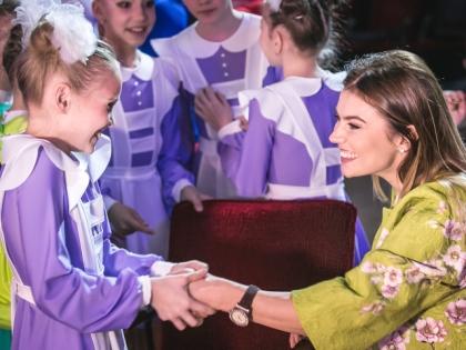 Прославленная гимнастка каждый год устраивает большой праздник для детей Из личного архива Алины Кабаевой