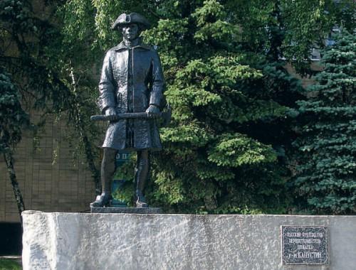 Памятник Григорию Капустину, первооткрывателю Донбасса, в Макеевке
