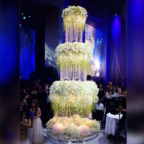 Невесомый свадебный торт высотой в несколько метров