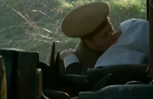 С этого экранного поцелуя и началась история любви знаменитого актера и Кристины Смирновой