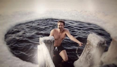Голливудская звезда воспевает русскую традицию — купание в проруби