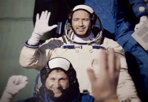 Дэвид Духовны примерил образ космонавта