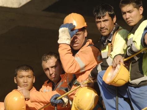 Наемные рабочие часто становятся жертвами обмана. фото: Александр Астафьев