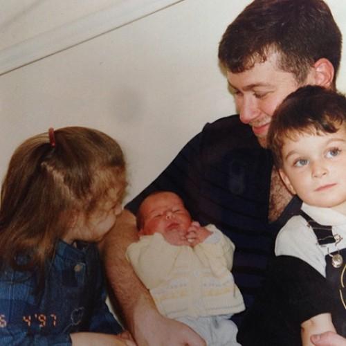 Роман Абрамович с детьми — сыном Аркадием (справа), дочерью Софьей и новорожденной дочерью Ариной