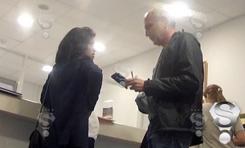 Александр Гордон и его четвертая супруга Нозанин на приеме в перинатальном центре
