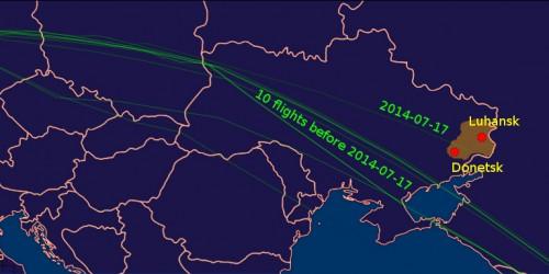 Источник: скриншоты с сайта FlightAware.com, скомпилированные Вагелисом Кармиросом, сопоставившим все недавние траектории полета рейса МН17, отслеживавшиеся FlightAware, которые показывают, что тогда как все десять последних траекторий пролегали на безопасном расстоянии к югу от Донецкой области и пересекали зону над Азовским морем, только 17 июля трагический рейс МН17 проходил непосредственно над Донецком