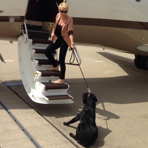 В путешествия Ирина с детьми летает на частном самолете