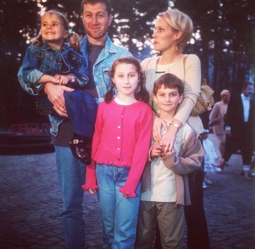 Роман Абрамович и Ирина с детьми до развода
