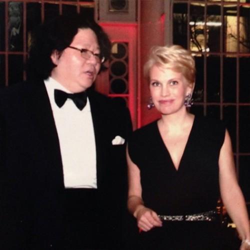Бывшая супруга олигарха не отказывает себе в выходах в свет. На фото — во время похода в Royal Opera House