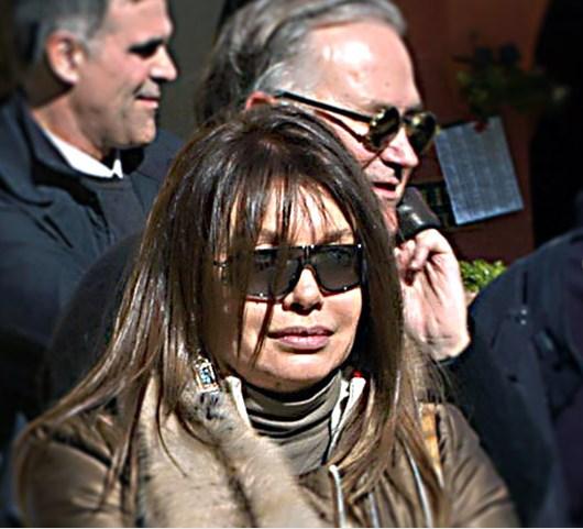 Бывшая жена экс-премьера в декабре 2012 года выиграла процесс в гражданском суде Милана, получив содержание в размере 3 млн евро в месяц (100 тысяч евро в день)