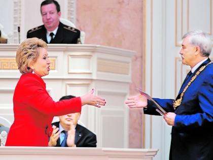 Бывший и действующий губернатор Санкт-Петербурга Валентина Матвиенко и Георгий Полтавченко
