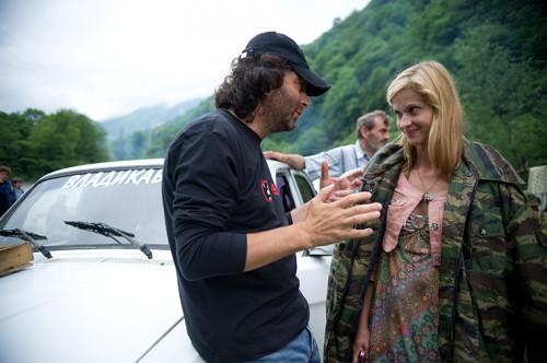 Служебный роман между белокурой актрисой и женатым режиссером вспыхнул в 2011 году на съемках фильма «Август. Восьмого»
