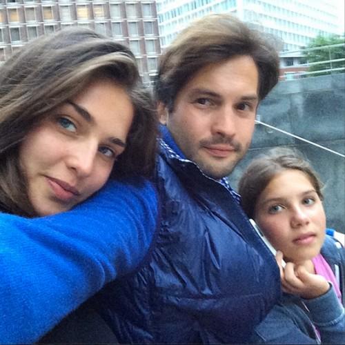 С возлюбленной Тамарой и сестрой Марфушей