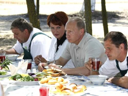 Елена Скрынник и Владимир Путин, июль 2009 года Russian Look