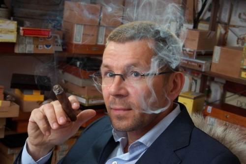 """лидер движения """"За права курильщиков"""" Андрей Лоскутов"""